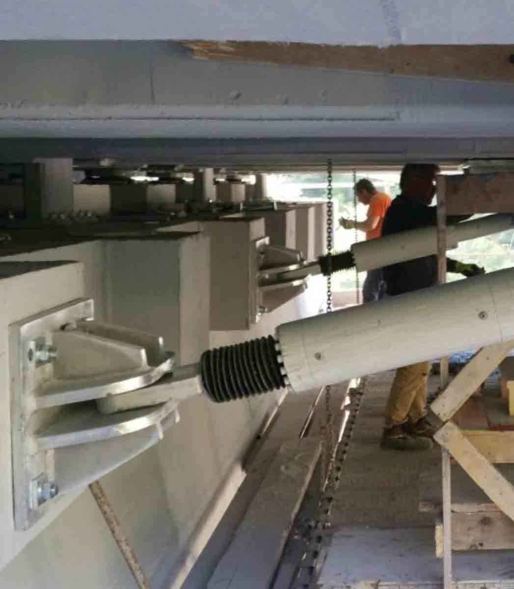 Lifting and replacement of seismic devices 1